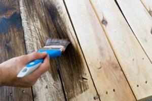 Farba na drevo exterier a jej kúpa